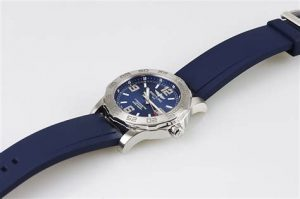 The comfortable copy Breitling Colt A7438710 watches have blue rubber straps.