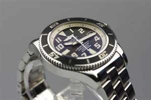 The 42 mm replica Breitling Superocean A1736402 watches have black dials.