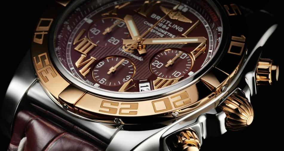 The 44 mm fake Breitling Chronomat CB0110 watches have red dials.