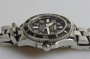 The sturdy fake Breitling Superocean A1736402 watches are made from stainless steel.