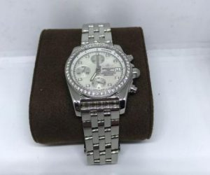 The 38 mm replica Breitling Chronomat 38 A1331053 watches have white dials.