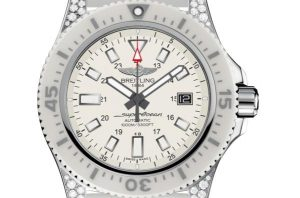 The 42 mm copy Breitling Superocean Y1739367 watches have white dials.