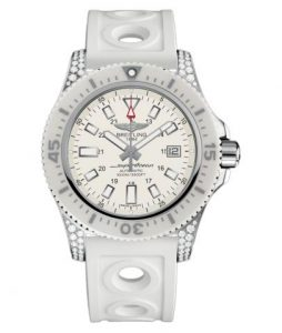 The stainless steel fake Breitling Superocean Y1739367 watches have white rubber straps.