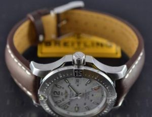 The water resistant replica Breitling Colt A1738811 watches are made from stainless steel.