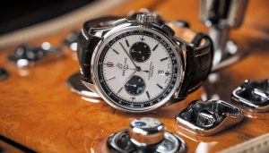 The 42 mm fake Breitling watches have silvery dials.