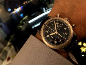 The 43 mm copy Breitling watches have black dials.