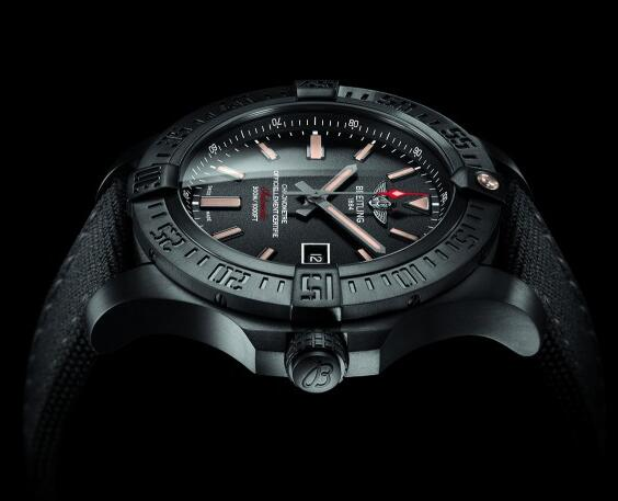 The overall design of this timepiece sports a distinctive look of military style.