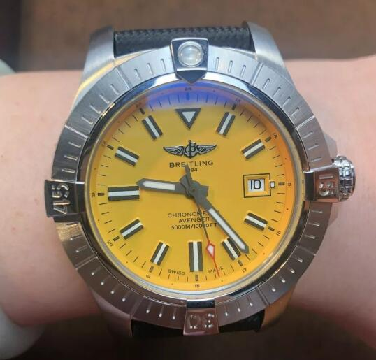 The 43 mm Breitling with yellow dial looks brilliant and eye-catching.