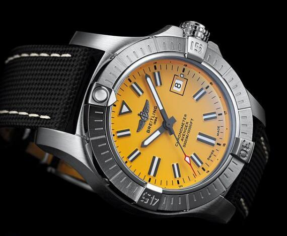 The yellow dial makes the timepiece more impressive.