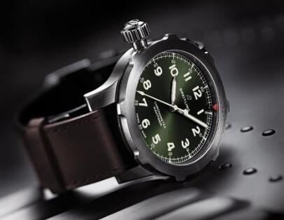 The white Arabic numerals hour markers ensure the good readability of Swiss copy Breitling.