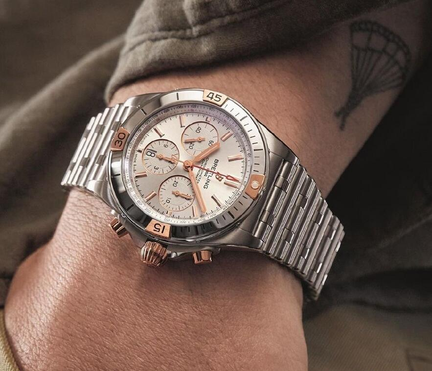 Online replica watches are adorned with red gold elements.