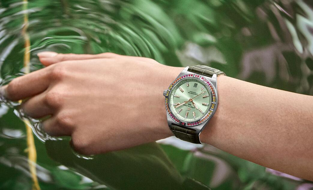 1:1 fake watches maintain the high accuracy with self-winding movements.