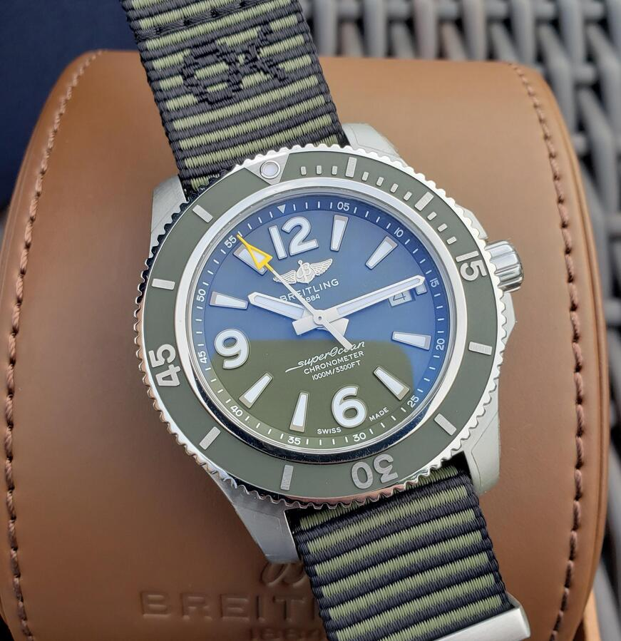 Swiss replica watches are tasteful with khaki green color.