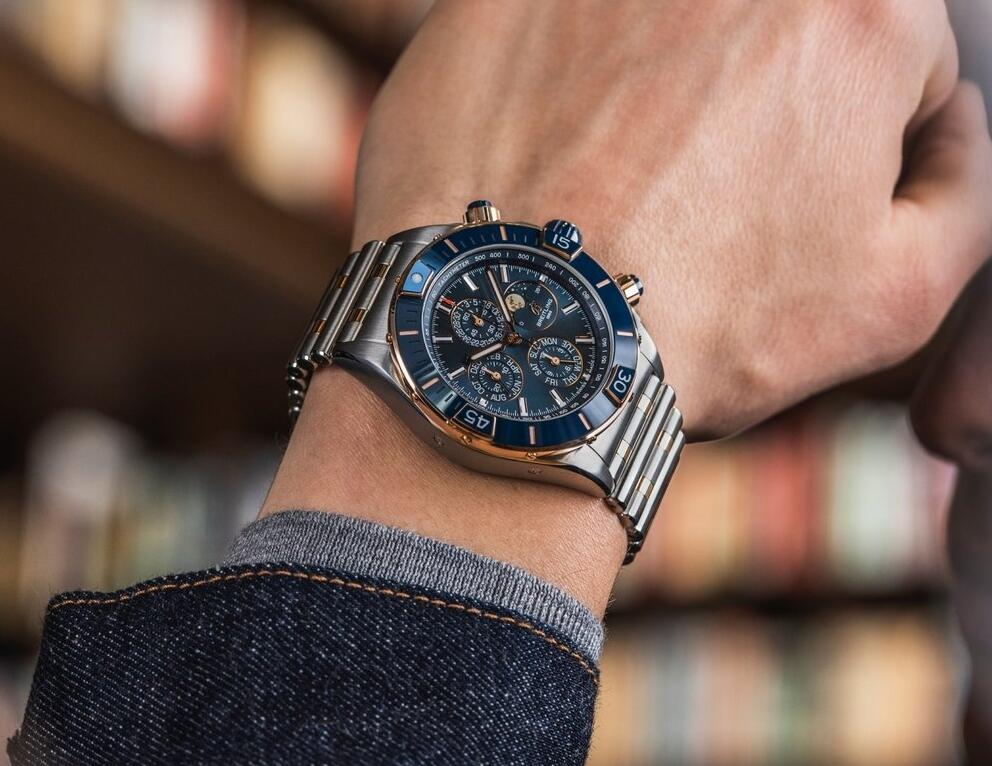 Quality fake watches have evident blue color.