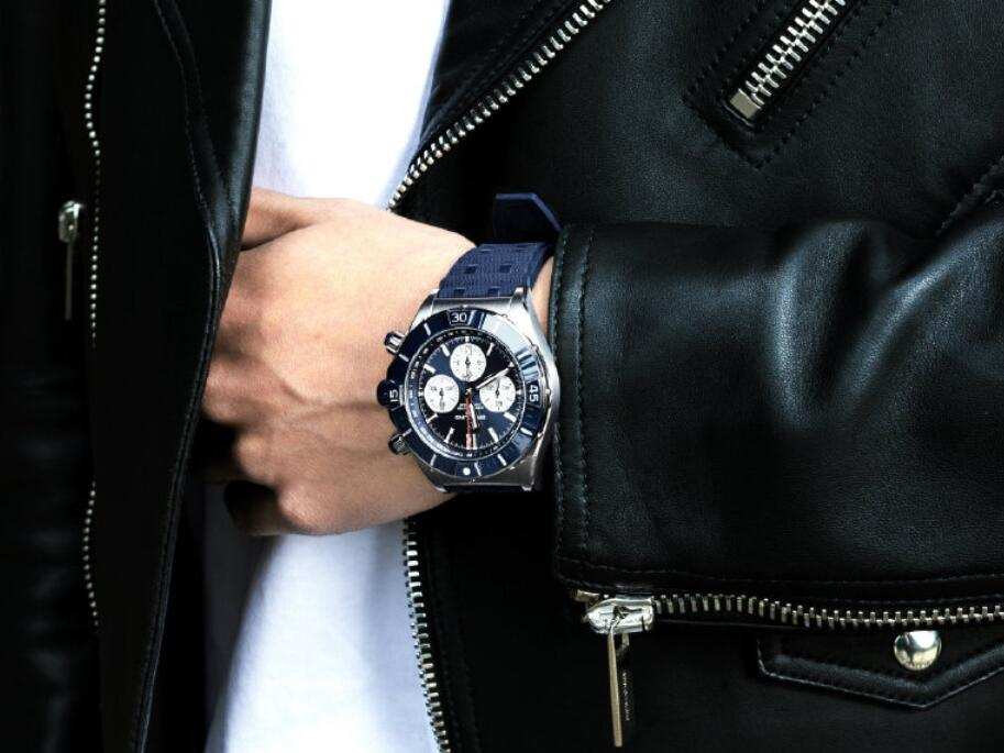 Online reproduction watches are newly released with blue tone.